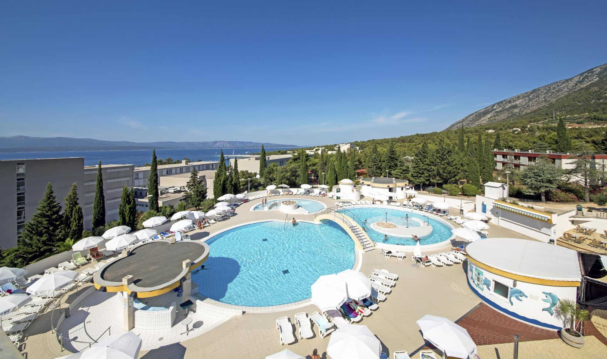 17 hotel bonaca swimming pool 1